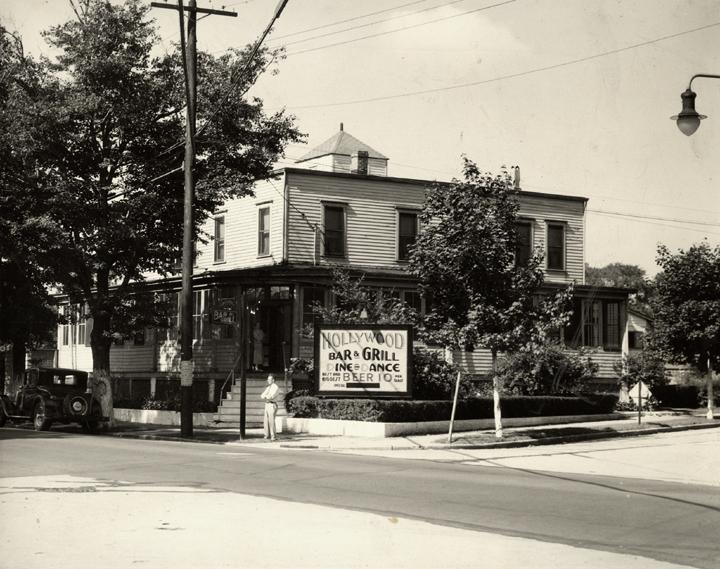 Hollywood Bar & Grill